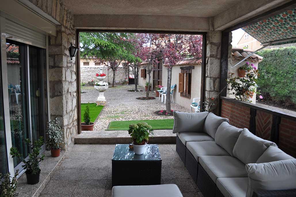 porche de la casa rstica villa pedraza